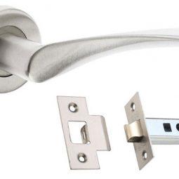 How to fit a door handle