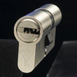 Lock snapping and anti-snap locks