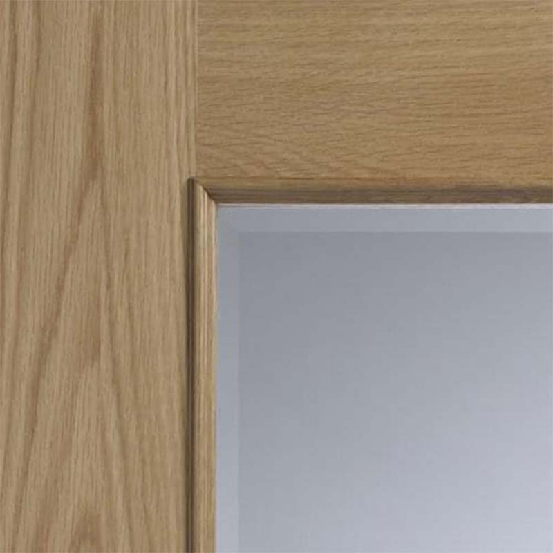 xl-joinery-internal-oak-andria-1l-clear-bevelled-glazed-door-with-raised-mouldings-close-up